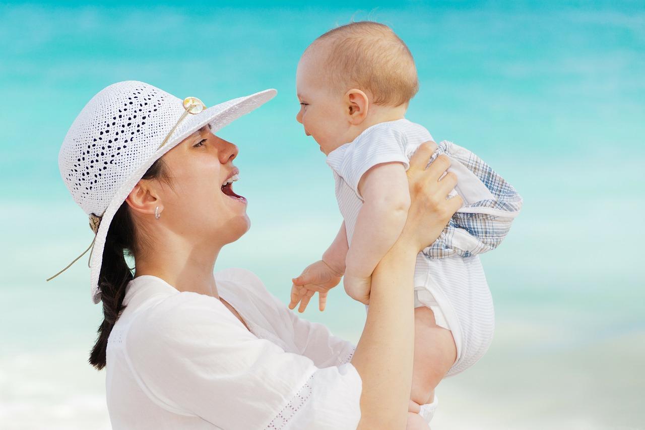 お母さんと乳児のイメージ画像