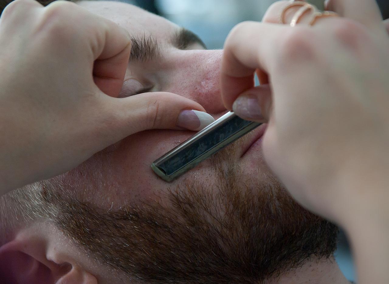 ひげ剃りのイメージ画像