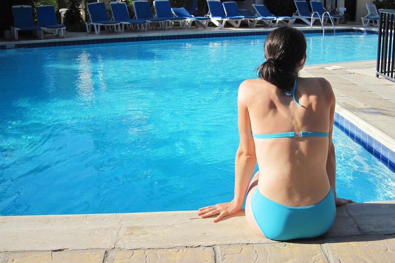 水着の女性のイメージ画像