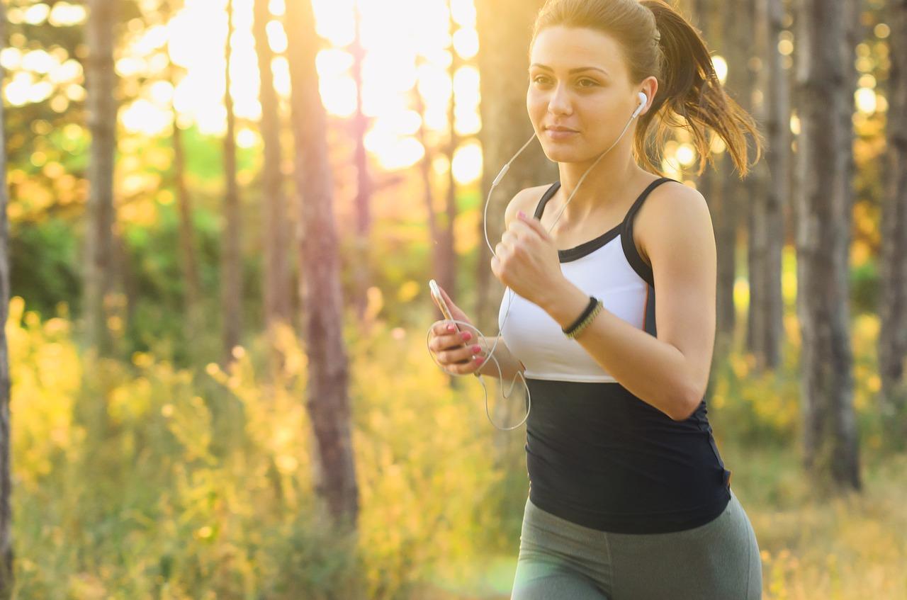 ランニング、ジョギング、エクササイズのイメージ画像